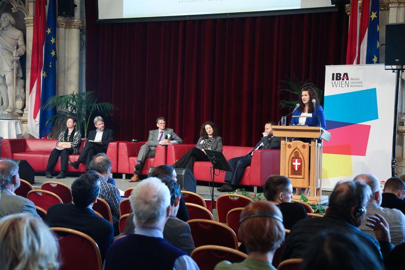 UNECE-Konferenz_-_oeffentl._Symposium_im_Rathaus__121_.jpg