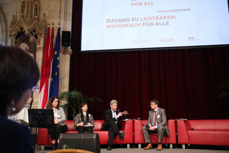 UNECE-Konferenz_-_oeffentl._Symposium_im_Rathaus__106_.jpg
