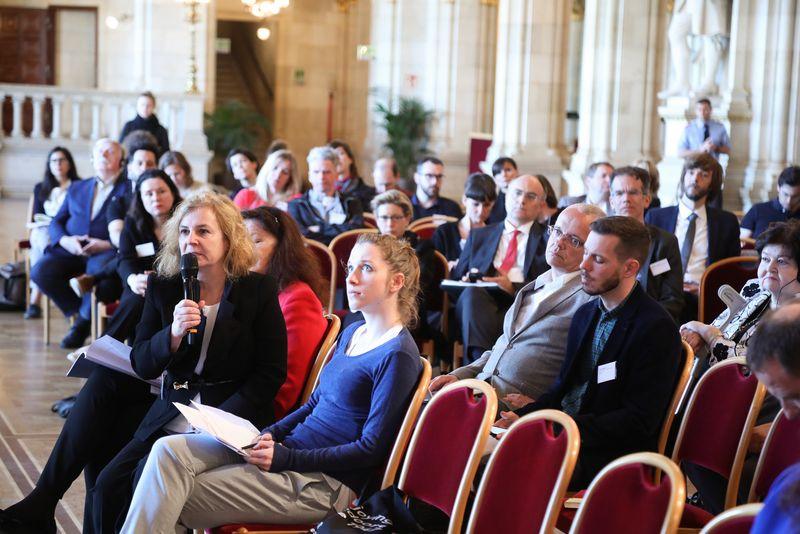 UNECE-Konferenz_-_oeffentl._Symposium_im_Rathaus__111_.jpg