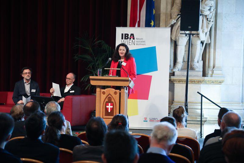 UNECE-Konferenz_-_oeffentl._Symposium_im_Rathaus__49_.jpg