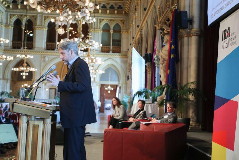 UNECE-Konferenz_-_oeffentl._Symposium_im_Rathaus__89_.jpg