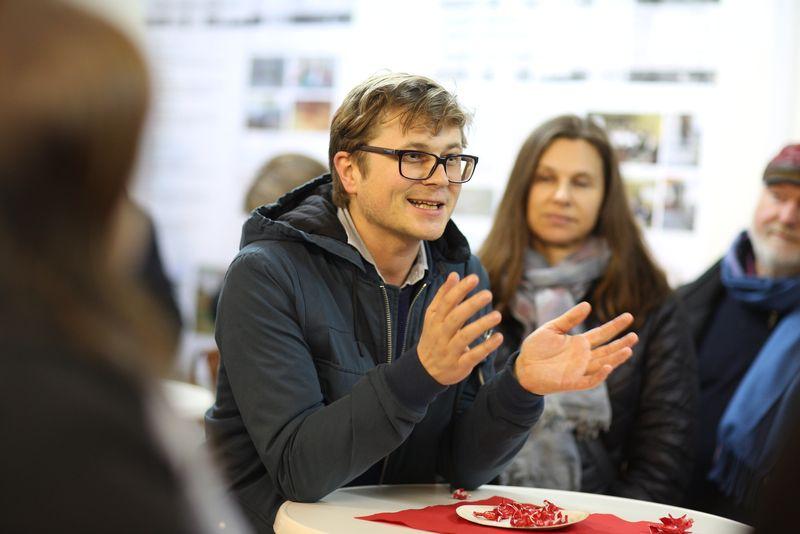 Daniel Glaser (MA 50): IBA-Talk Bestandsentwicklung und Stadterneuerung-Tour durch das Projetkgebiet von Smarter Totgether in Wien - Simmering www.smartertogether.at