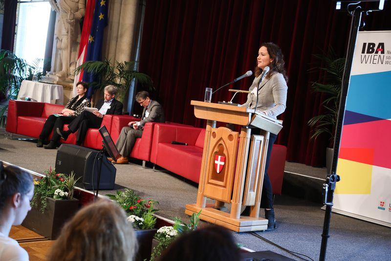 UNECE-Konferenz_-_oeffentl._Symposium_im_Rathaus__79_.jpg