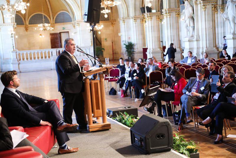 UNECE-Konferenz_-_oeffentl._Symposium_im_Rathaus__174_.jpg