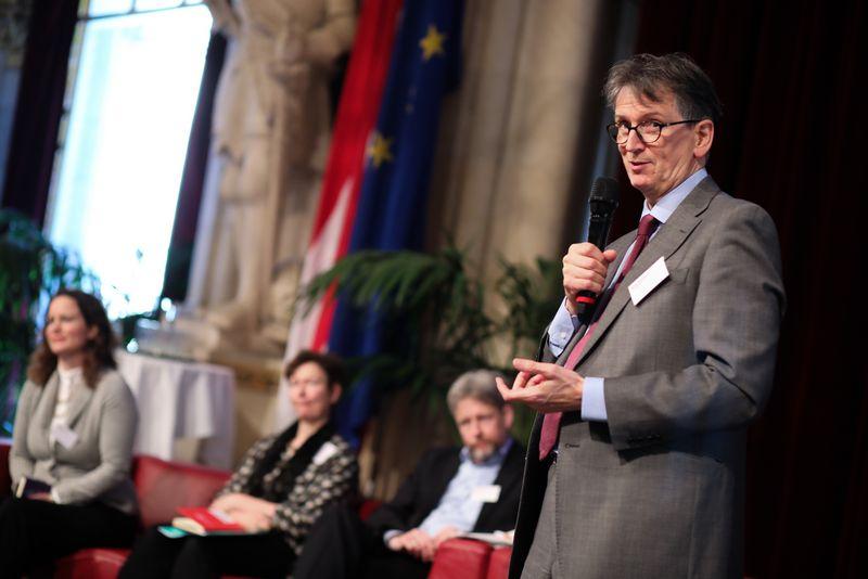 UNECE-Konferenz_-_oeffentl._Symposium_im_Rathaus__91_.jpg