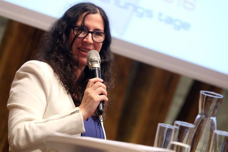 Cornelia Dlabaja