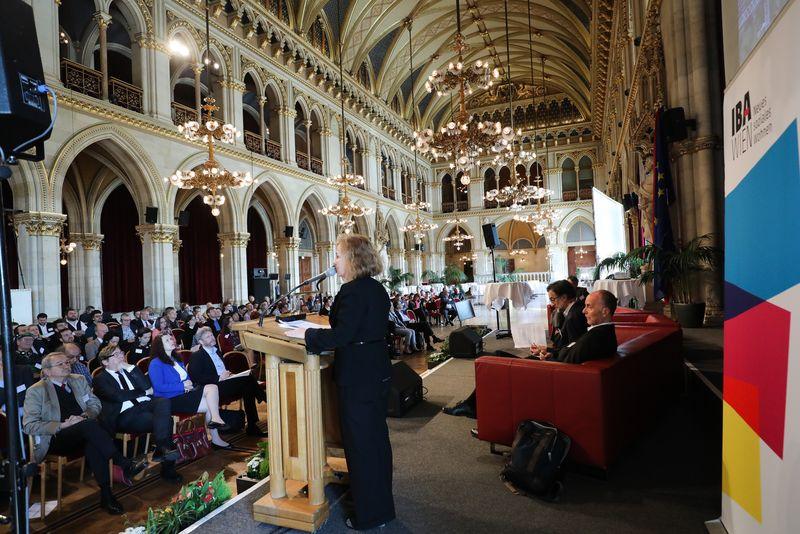 UNECE-Konferenz_-_oeffentl._Symposium_im_Rathaus__36_.jpg