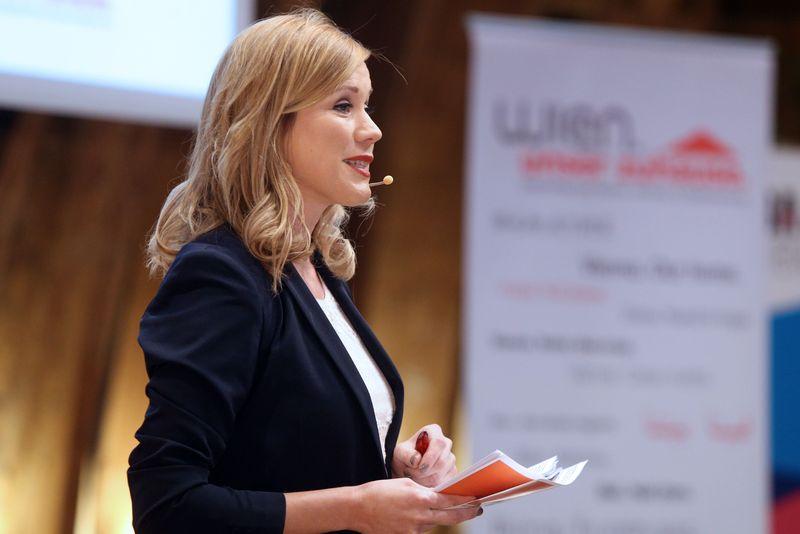 Moderatorin Johanna Setzer