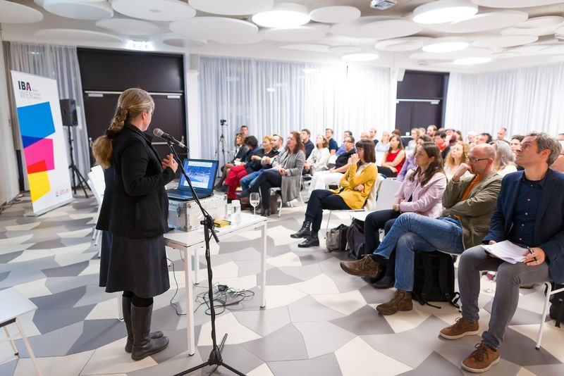 Barbara Willecke von planung.freiraum am Podium