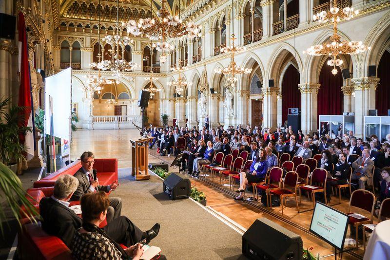 UNECE-Konferenz_-_oeffentl._Symposium_im_Rathaus__110_.jpg