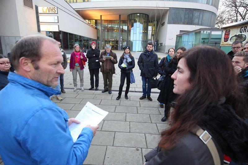 Martin Skirvanek n(GB* 3711), Julia Girardi-Hoog: IBA-Talk Bestandsentwicklung und Stadterneuerung-Tour durch das Projetkgebiet von Smarter Totgether in Wien - Simmering www.smartertogether.at