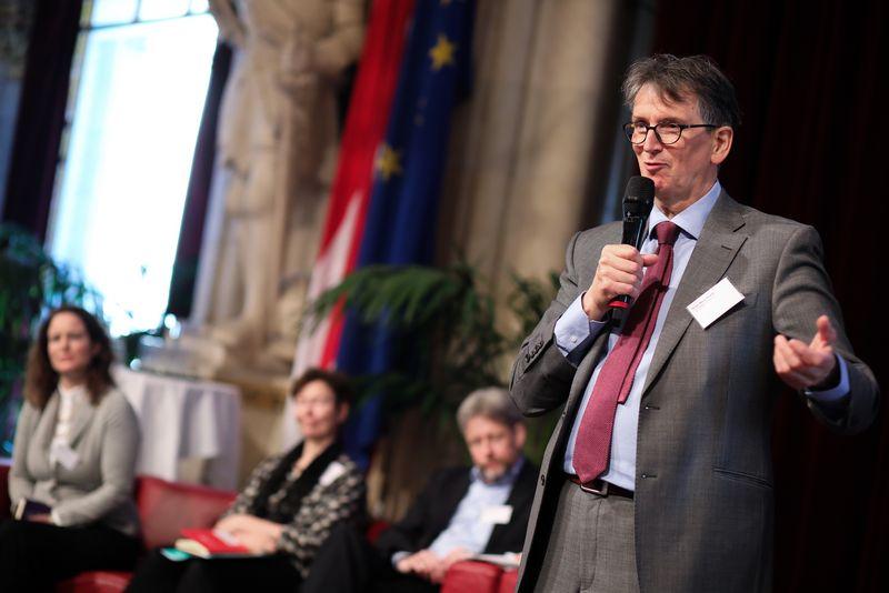UNECE-Konferenz_-_oeffentl._Symposium_im_Rathaus__92_.jpg