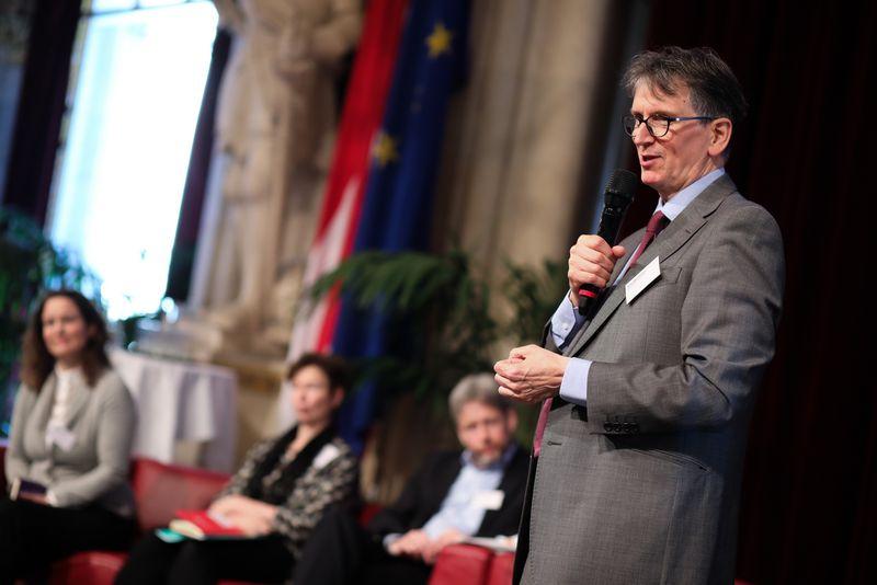 UNECE-Konferenz_-_oeffentl._Symposium_im_Rathaus__93_.jpg