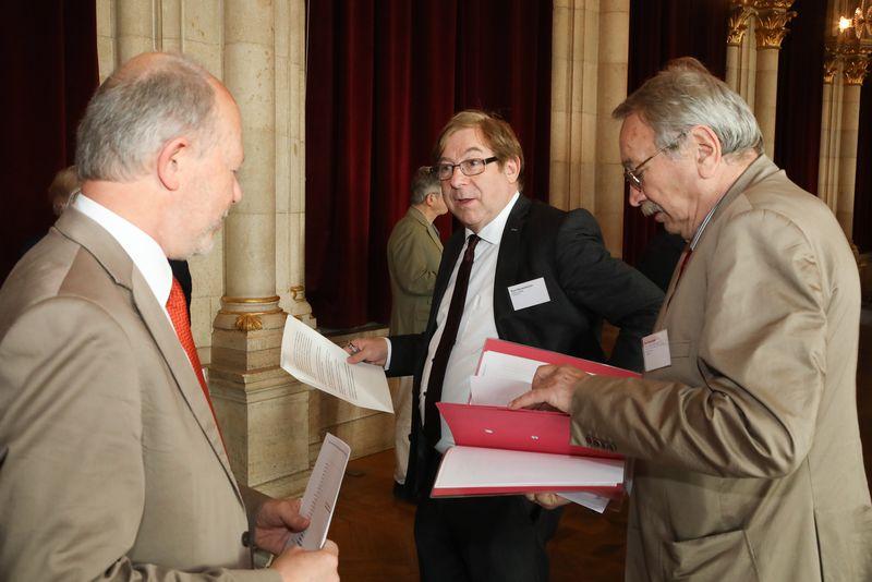 UNECE-Konferenz_-_oeffentl._Symposium_im_Rathaus__5_.jpg