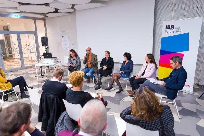 TeilnehmerInnen der Diskussionsrunde: Susanne Reppé, Christian Holzhacker, Barbara Willecke, Christiane Spiel und Claudia Prinz-Brandenburg
