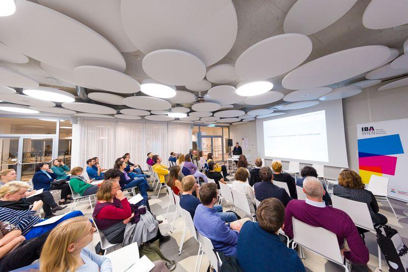 Publikum beim IBA-Talk im Bildungscampus im Sonnwendviertel