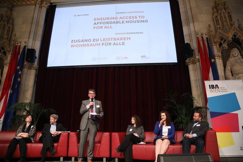 UNECE-Konferenz_-_oeffentl._Symposium_im_Rathaus__139_.jpg