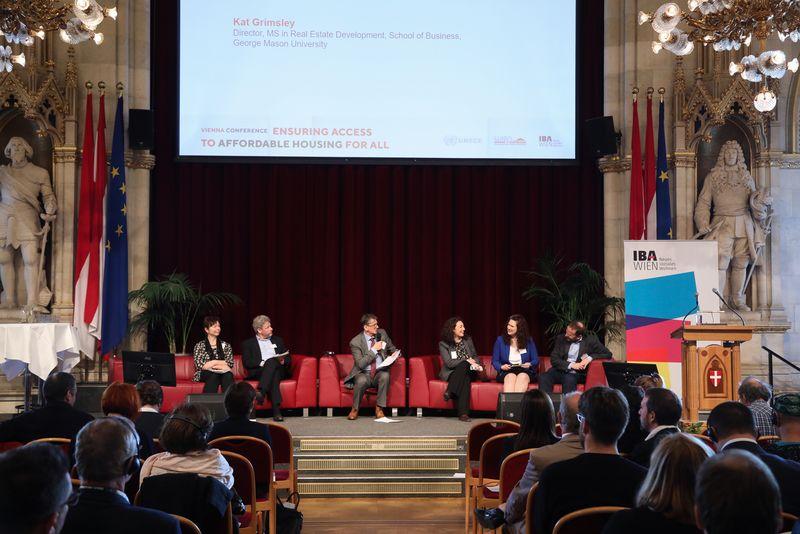UNECE-Konferenz_-_oeffentl._Symposium_im_Rathaus__119_.jpg