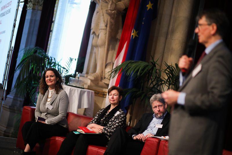 UNECE-Konferenz_-_oeffentl._Symposium_im_Rathaus__94_.jpg