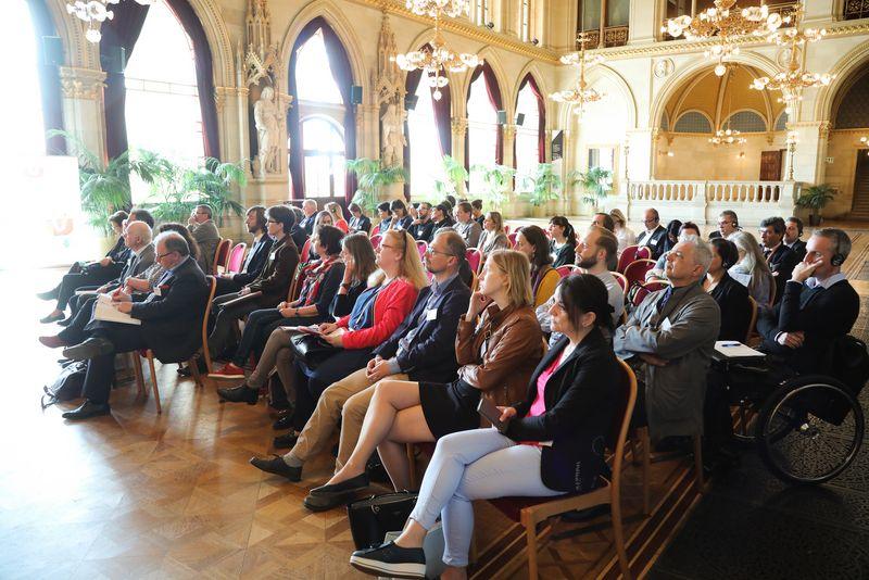 UNECE-Konferenz_-_oeffentl._Symposium_im_Rathaus__24_.jpg
