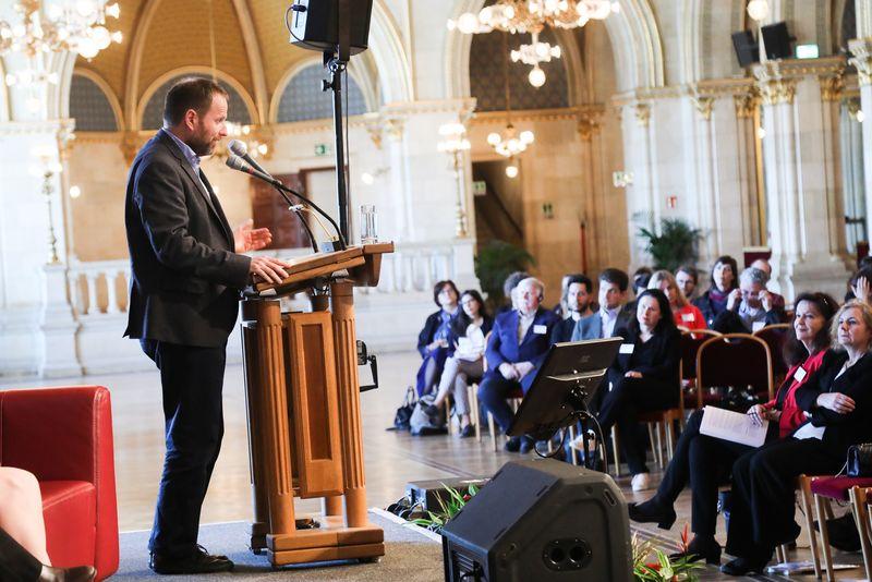 UNECE-Konferenz_-_oeffentl._Symposium_im_Rathaus__134_.jpg