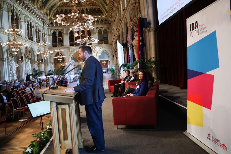 UNECE-Konferenz_-_oeffentl._Symposium_im_Rathaus__138_.jpg