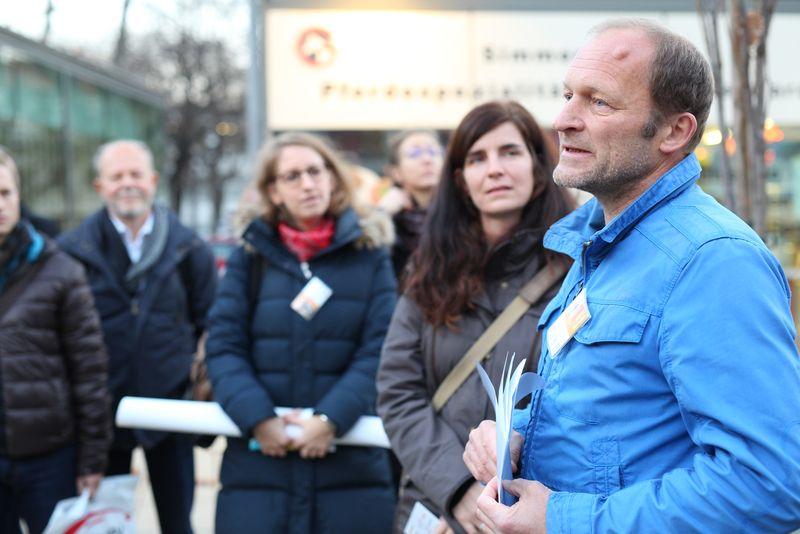 Martin Skrivanek (GB* 3711), Julia Girardi-Hoog, Sabine Löw: IBA-Talk Bestandsentwicklung und Stadterneuerung-Tour durch das Projetkgebiet von Smarter Totgether in Wien - Simmering www.smartertogether.at