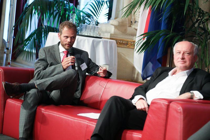 UNECE-Konferenz_-_oeffentl._Symposium_im_Rathaus__188_.jpg